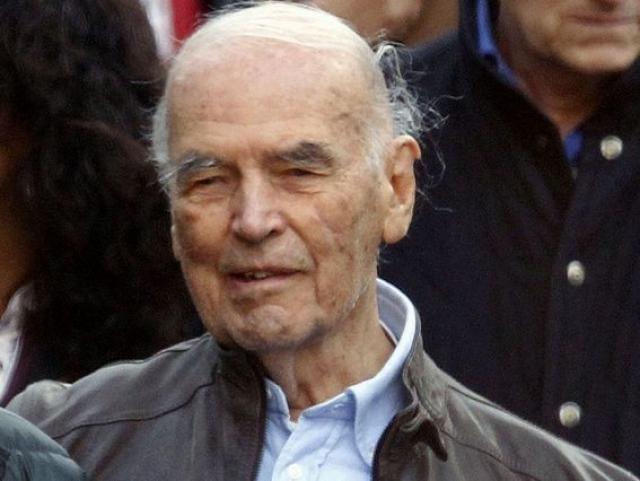 Увидев интервью с нацистом, чья связь с массовыми расстрелами людей в Адреатинских пещерах была к тому времени доказана, в Италии сразу направили в Аргентину запрос об экстрадиции эсэсовца.