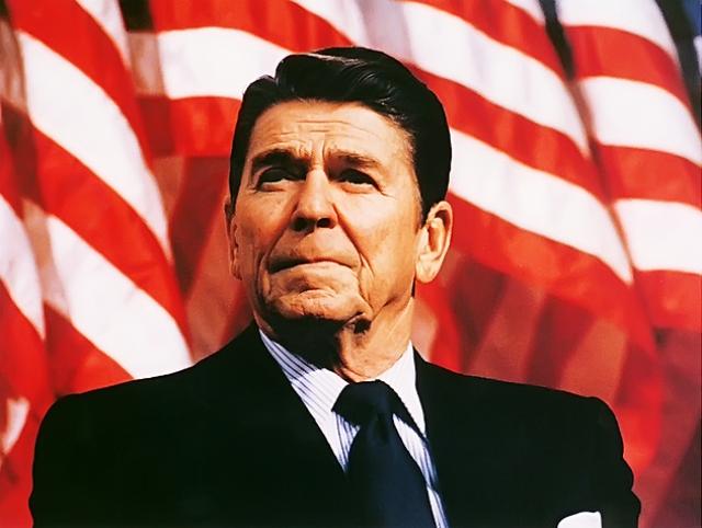 Рональд Рейган настолько доверял собственному астрологу, что по его совету устроил инаугурацию в 5 часов утра. Такого еще никогда не было за всю историю США.