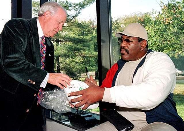 Увы, молчаливого гиганта нет с нами уже много лет. Актер умер 3 августа 2011 года, случайно приняв неправильную дозу таблеток против ожирения. Тело звезды нашла домработница Марсиа Ливингстоун в его квартире на Балдвин Хиллс в Лос-Анджелесе.