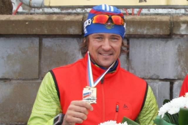 Дмитрий Ярошенко. В 2010 году биатлонист подтвердил свою вину в употреблении эритропоэтина перед ЧМ-2009. Спортсмена дисквалифицировали на два года и отстранили от Олимпиады в Ванкувере, разрешив участвовать на Олимпиаде в Сочи.