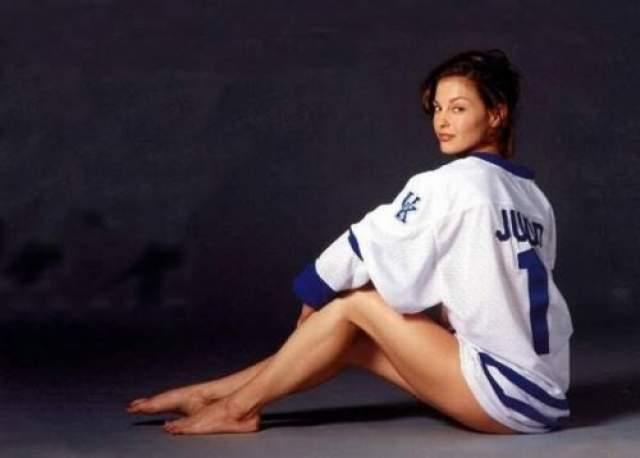 Эшли Джадд - в 16 лет пережила инцест. Актриса опубликовала у себя в Facebook пост, где рассказала о тяжелом лете 1984 года.