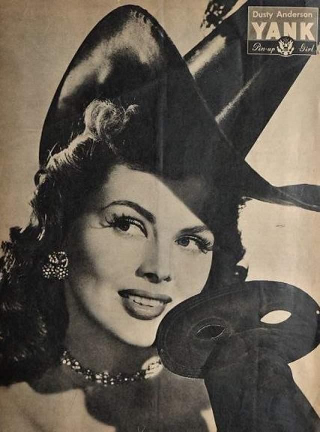 """Рут """"Дасти"""" Андерсон, 100 лет. Нереальная красавица начинала карьеру как пинап-модель, а в кино поначалу появлялась лишь в эпизодах. Съемки для армейского журнала """"Yank"""" превратили Андерсон в секс-символа. Впрочем, во втором браке девушка нашла счастье - с режиссером Жаном Негулеско, и ушла из кино. С мужем она оставалась вплоть до его смерти в 1993 году."""