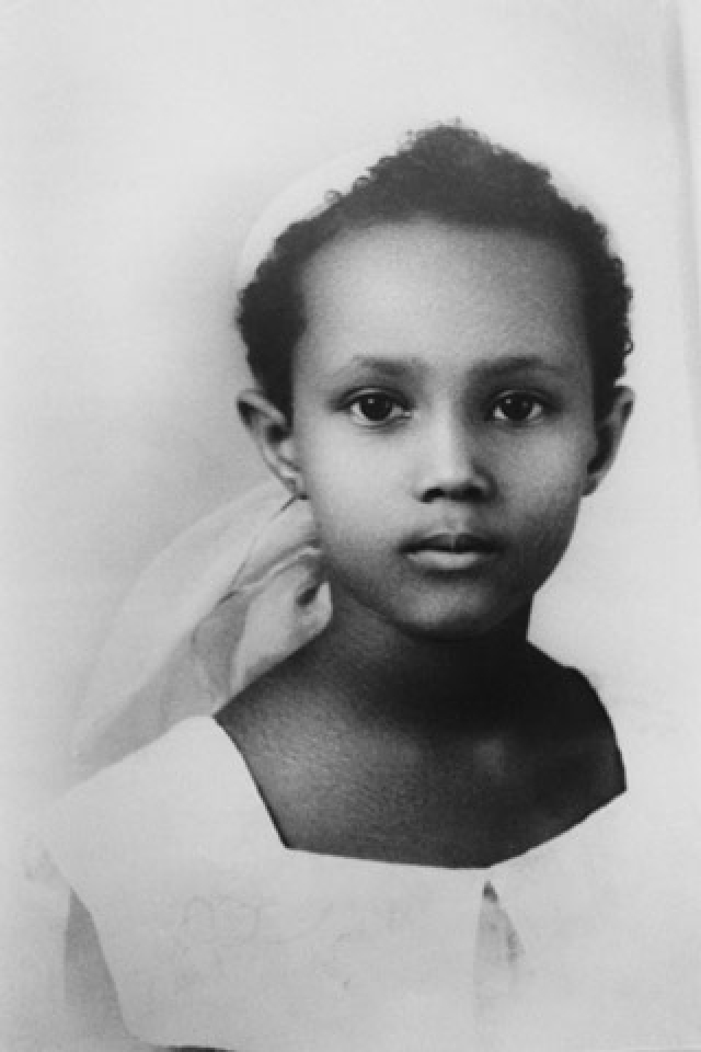 Иман. Сомалийской красавицей восхищался сам Ив Сен-Лоран, который называл ее женщиной своей мечты. Ею проникся и эксцентричный король музыки Дэвид Боуи, с которым они были счастливо женаты.