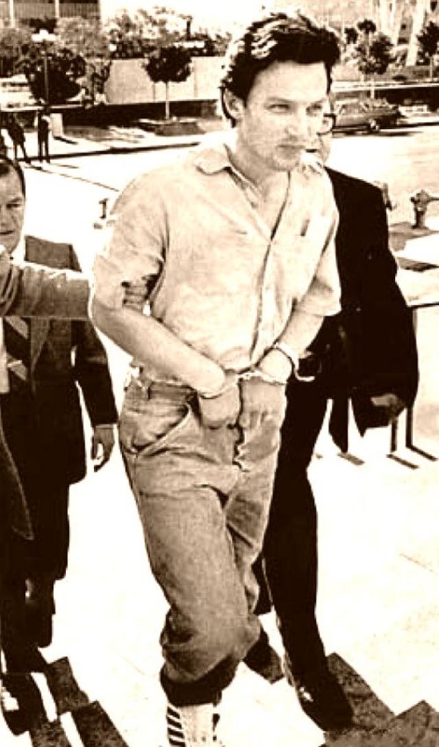 Кристофер Бойс. Агент-информатор два года сотрудничал с советскими спецслужбами - фотографировал секретную документацию о спутниках и передавал их для дальнейшей переправки советским разведорганам.