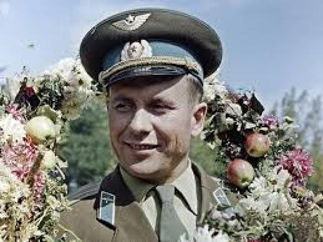 C 1984 года Попович входил в комиссию по аномальным атмосферным явлениям (НЛО) Академии Наук СССР. Позже стал президентом Уфологической ассоциации России.