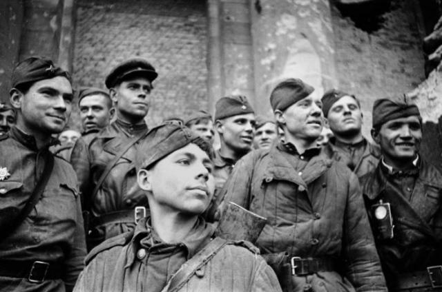 Солдаты, штурмовавшие Рейхстаг.