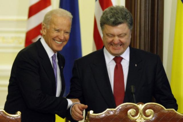 На встрече с вице-президентом США Байденом с Петром Порошенко случился языковой конфуз.
