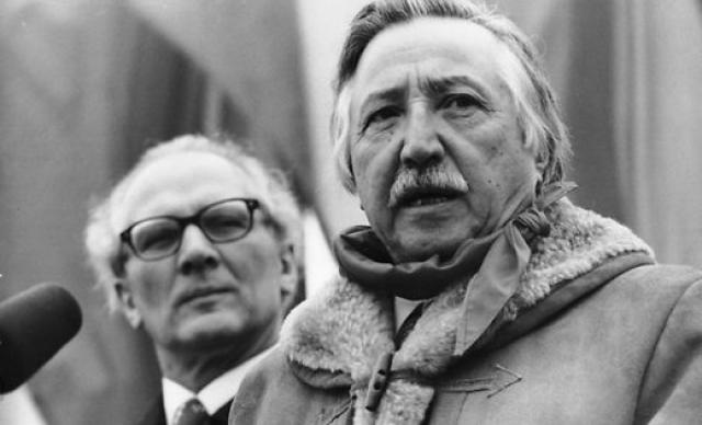 Во время нахождения компартии вне закона Корвалан руководил выпуском нелегальных партийных изданий. В 1950 году был арестован и отправлен на несколько месяцев в ссылку. В 1956 году снова арестован и заключен в концлагерь Писагуа.