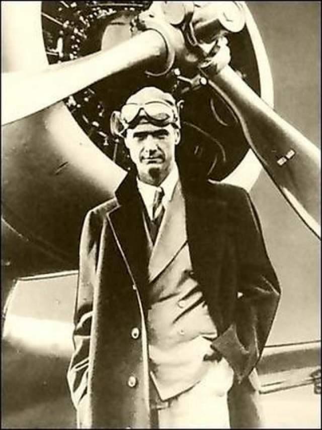 Эксцентричный нефтяник и авиатор Говард Хью з был владельцем огромной собственности, которая была основной его богатства и подарила ему титул влиятельнейшего человека.
