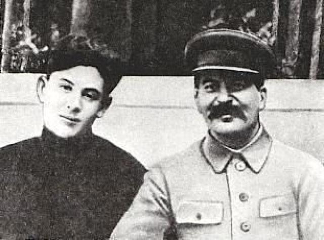 Другой сын Сталина, Василий , был любимчиком отца. Он помыкал кремлевской прислугой, плохо учился, вызывающе вел себя. С детства мечтал стать летчиком.