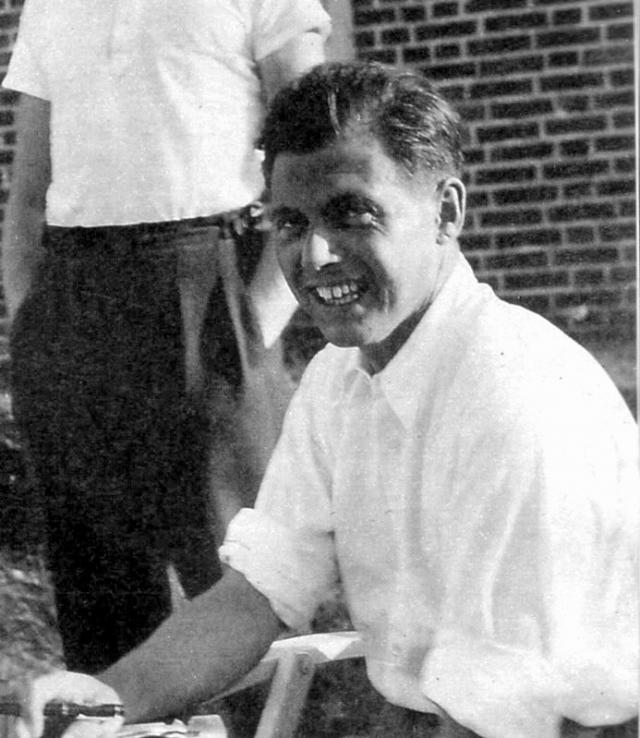 """Йозеф Менгеле. После ранения 24 мая 1943 года получил должность доктора """"цыганского лагеря"""" в Освенциме, а затем и главного врача Биркенау."""