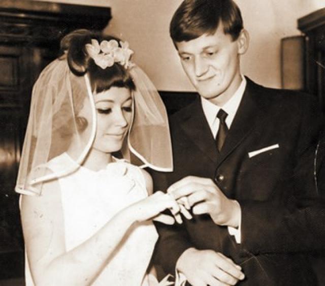 Миколас Орбакас. Литовский артист цирка стал первым официальным мужем певицы, с которым Примадонна прожила в браке четыре года с 1969 по 1973.