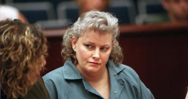 Грей была признана виновной в убийстве четырех пожилых женщин в 1994 году. В каждом случае она крала кредитные карты своей жертвы и отправлялась скупать в магазинах все, что видела, всего через несколько часов после преступления.