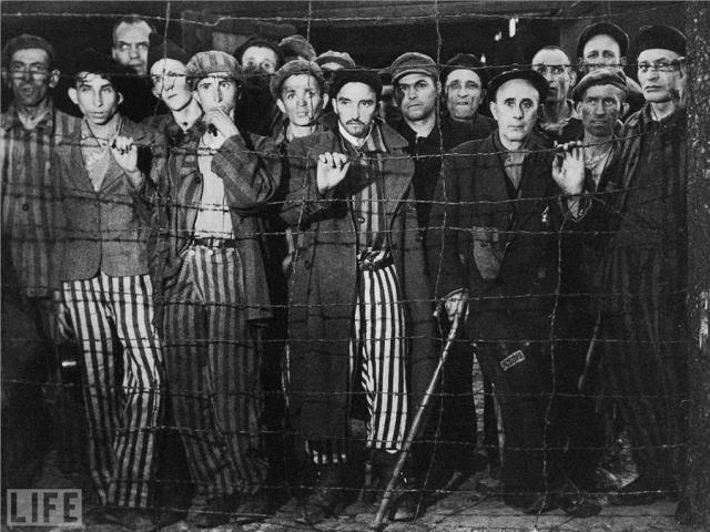 Освобождение Бухенвальда (Liberation of Buchenwald, Margaret Bourke-White, 1945).