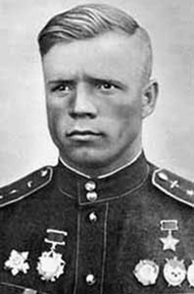 Александр Клубов. 1918-1944. Дважды Герой Советского союза. 31 личная победа и 19 в группе.