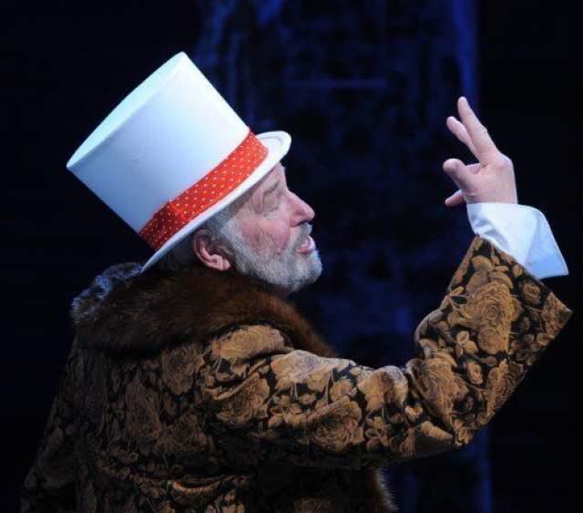 """В 2014 году, когда Гегимантасу было 77, он сыграл в двух картинах, включая популярный российский сериал """"Пятая стража"""", где исполнил роль Дракулы."""