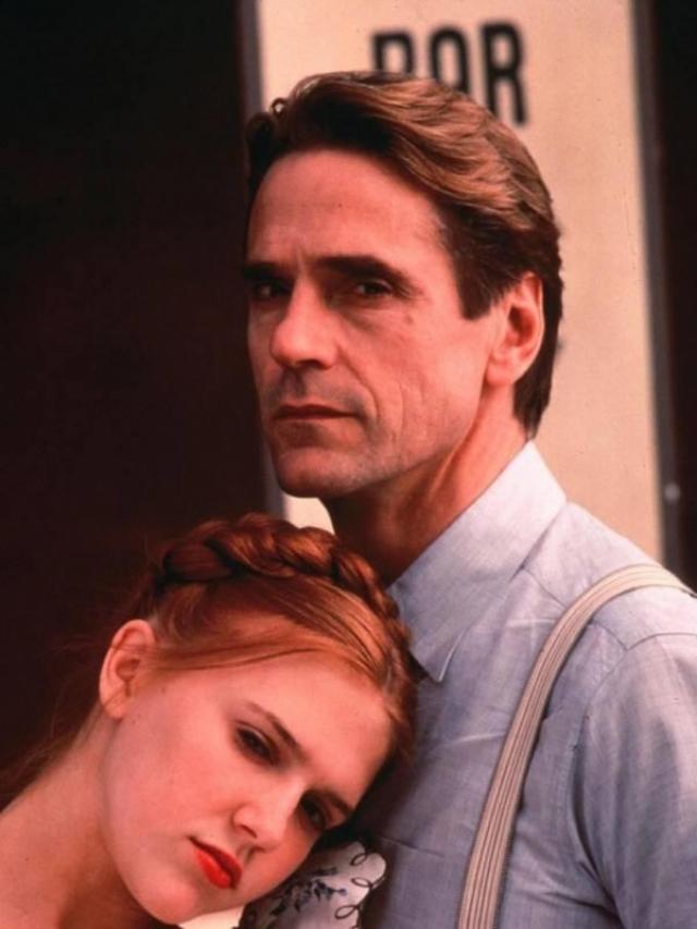 В Австралии фильм сначала побоялись выпустить. Он вышел там только в 1999 году с жестким цензом R.