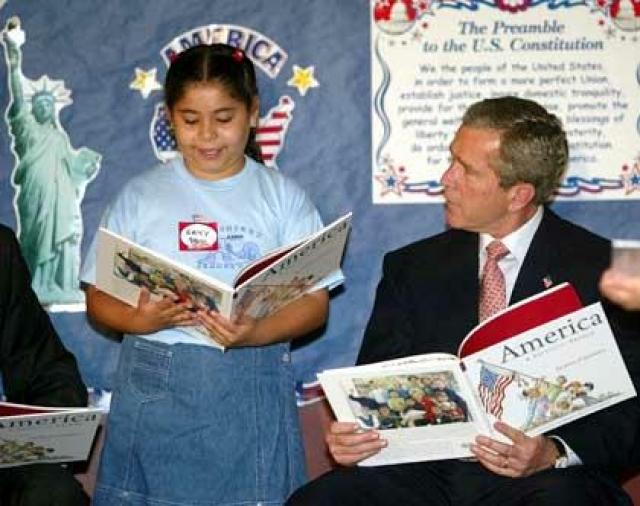 """Анекдот о том, как сгорела библиотека Буша – целых две книги, одну из которых он даже не успел раскрасить, появился после того, как лидер Америки заявил, что """"одна из лучших вещей в книгах - это то, что иногда в них есть чудесные картинки""""."""
