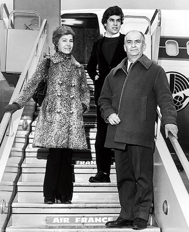 Луи де Фюнес мечтал, чтобы его дети пошли по его стопам, и ему удалось воплотить мечту в младшем сыне Оливье. Тот снялся в шести картинах вместе с отцом (последним стал «Фантомас разбушевался» в 1971 году). Но де Фюнес-младший не был в восторге от актерского будущего и сменил кино на небо – стал пилотом компании Air France. Капитан де Фюнес вышел на пенсию в 2010 году.