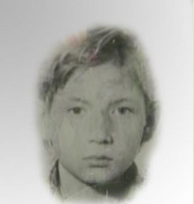 """Второе убийство не заставило себя долго ждать. В июле 1986 года, подкараулив у пионерлагеря """"Звездный"""" двенадцатилетнего Андрея Гуляева, Головкин, угрожая ножом, связал его, увел в лес, изнасиловал, после чего задушил."""
