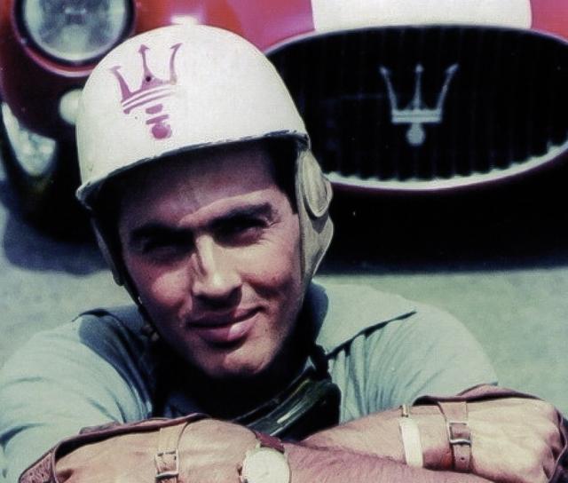 Он погиб на Гран-при Франции в 1958 году в погоне за лидером гонки Майком Хоторном. Машина Луиджи перевернулась на огромной скорости, гонщик скончался от полученных травм. А Хоторн так и остался на первом месте и выиграл гонку.