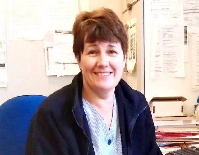 Энн Мари Мерфи, помощница учителя по работе с учениками, нуждающимися в особом внимании, закрыла своим телом шестилетнего Дилана Хокли от выстрелов, но они погибли вместе.