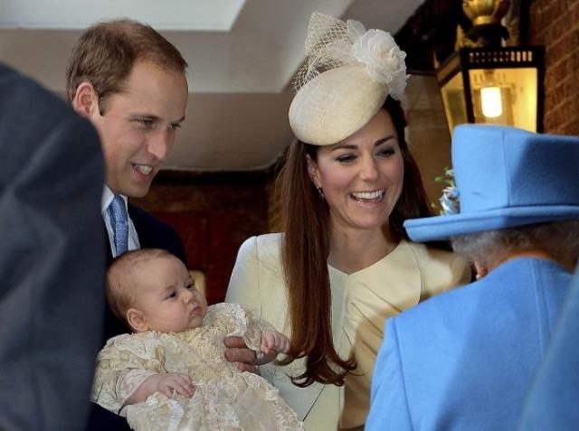 Малышка получила тройное имя. Полный вариант— Шарлотта Елизавета Диана. Официально маленькую девочку будут именовать Ее королевское высочество принцесса Шарлотта.
