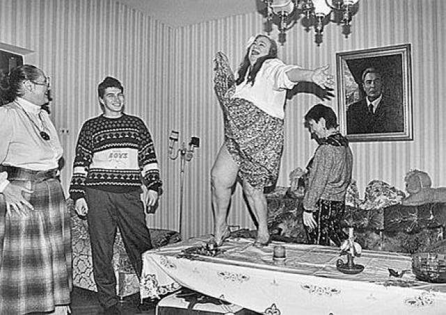 Тогда она увлеклась цыганской жизнью. В 1988 году исчезла из Москвы. Ее нашли в каком-то кочевом цыганском таборе. Галину тогда задержали, привезли в Москву и поместили на лечение.