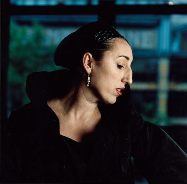 Она участвует в дефиле для Жана-Поля Готье и зажигает на телевидении Испании и Франции.