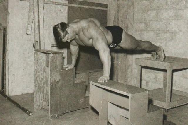 С 1969 года началась кинокарьера Шварценеггера, причем поначалу ему приходилось худеть для некоторых ролей, а из-за сильного немецкого акцента приходилось избегать длинных реплик.