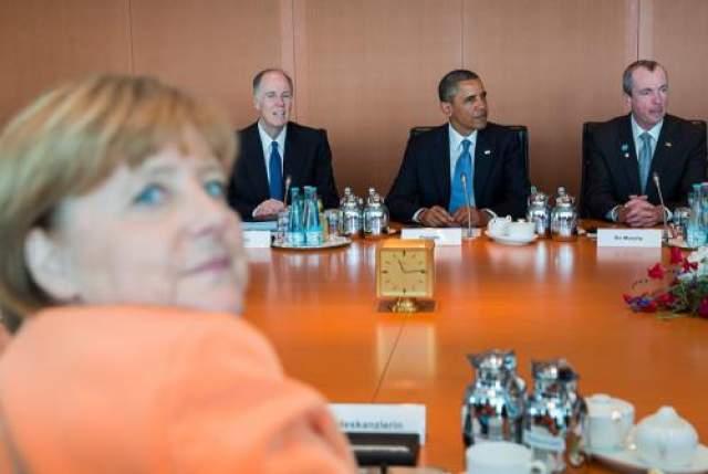 Канцлер Германии Ангела Меркель решила перетянуть на себя внимание, оказываемое Бараку Обаме.