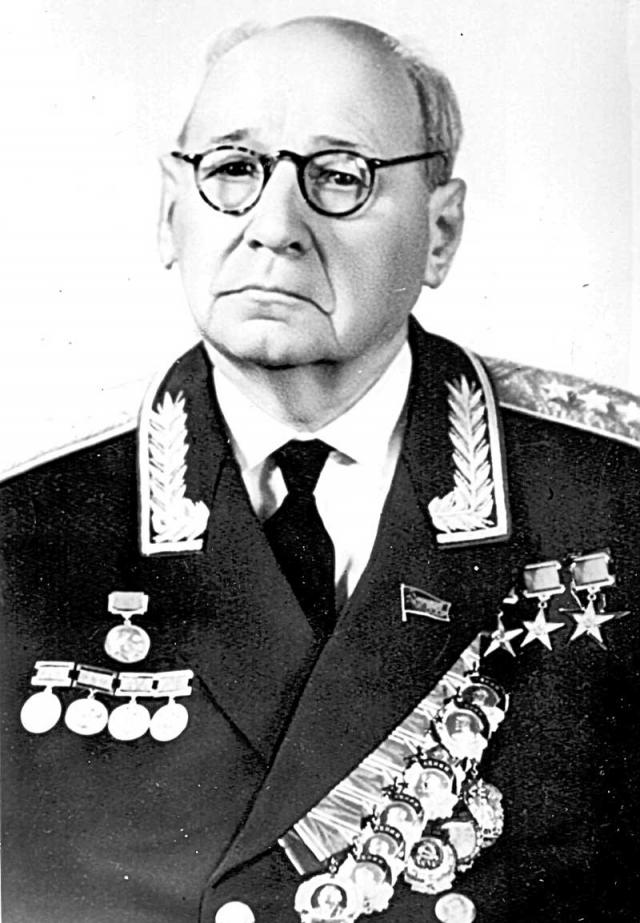 Андрей Туполев. Легендарный создатель самолета тоже угодил под машину сталинских репрессий.
