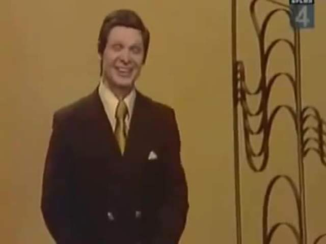 """Молодежной аудитории Эдуард Хиль известен как исполнитель песни """"Trololo"""", которая является вокализом Островского """"Я очень рад, ведь я, наконец, возвращаюсь домой""""."""