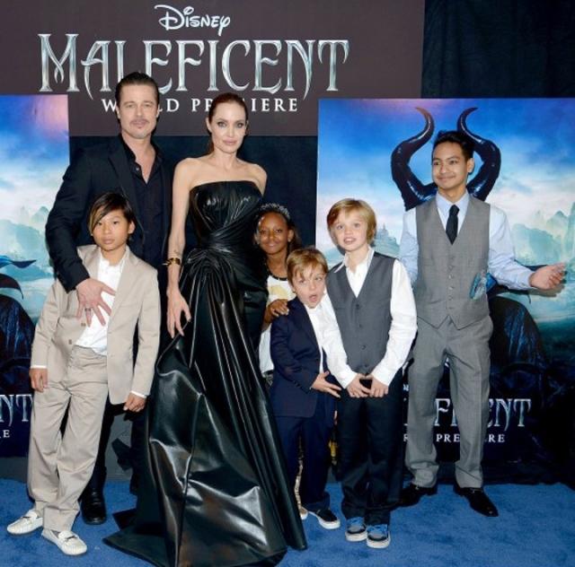 """Первого сына Мэддокса Анджелина усыновила, будучи на съемках фильма """"За гранью"""" в Камбодже, Захара родилась в Эфиопии, ее мать умерла от СПИДа и девочка находилась в приюте."""