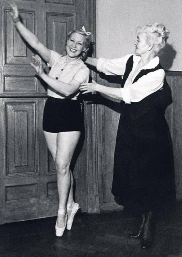 Артистка изнуряла себя физическими упражнениями, до 70 лет стояла у балетного станка и занималась гимнастикой, а также следовала особому режиму.