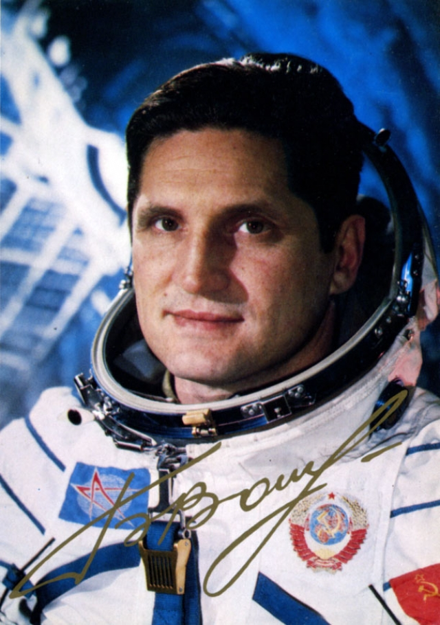 """6 июля 1976 года Борис Волынов совершил свой второй космический полет на корабле """"Союз-21"""". Это была первая экспедиция на орбитальную станцию """"Салют-5"""". Полет продолжался 49 суток."""