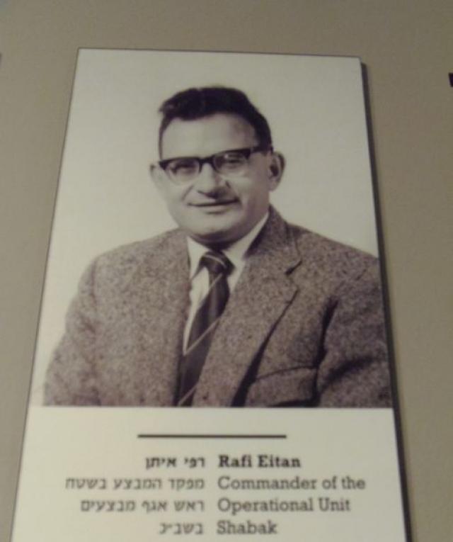 Руководителем оперативной группы был назначен Рафи Эйтан . Все участники операции были добровольцами. Большинство из них либо сами пострадали от нацистов во время войны, либо имели погибших родственников.