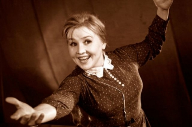 Екатерина Савинова. Во время съемок в Крыму актриса купила на местном рынке парное молоко, которое сразу же выпила. А через несколько дней почувствовала недомогание, но не придала этому значения. Полгода артистку мучила сильная мигрень, иногда беспричинно скакала температура.