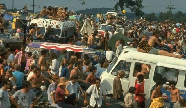 """Среди звезд, приглашенных на """"Вудсток"""", были группа The Who и Джими Хендрикс."""