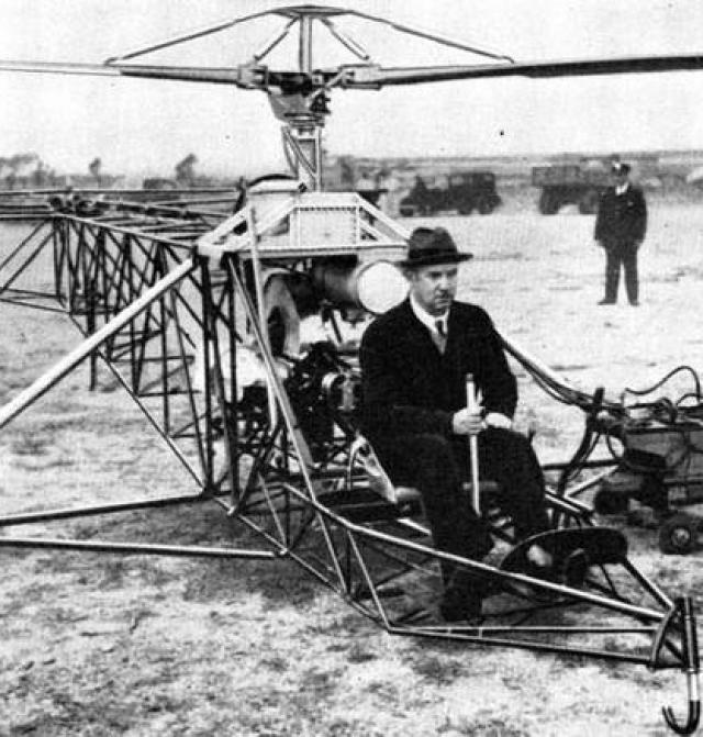 """В марте 1919 года Сикорский эмигрировал из постреволюционной России в США, поселился в районе Нью-Йорка, первое время зарабатывая преподаванием математики. В 1923 году он основал авиационную фирму """"Sikorsky Aero Engineering Corporation"""", где занял должность президента."""
