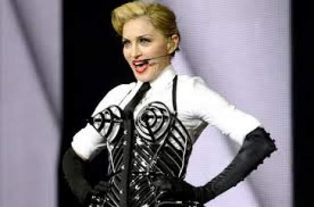 Мадонна Пока все знаменитости страхуют ноги и попы, Мадонна застраховала на $ 2 миллиона свою грудь.