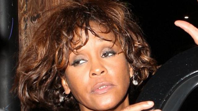 После долгой истории со скандалами, супружеской неверностью, злоупотреблением наркотиками и алкоголем, арестами и семейными проблемами, Хьюстон подала бумаги на развод осенью 2006 года.