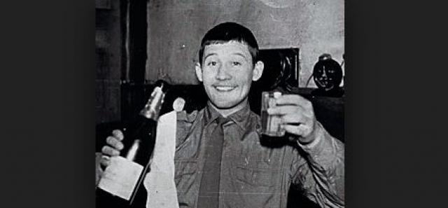 Жертвами Ткача были девочки и девушки возрастом от 9 до 17 лет. Первую он убил в Симферополе в 1980 году — задушил и изнасиловал. Так он поступал далее — набрасывался, убивал, пережимая сонную артерию, затем насиловал — чтобы живая жертва не оставила на нём царапин-улик.
