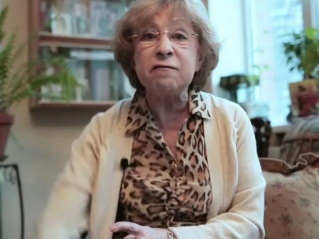 Ахеджакова известна своей активной гражданской позицией. Неоднократно выражала свое несогласие с властью .