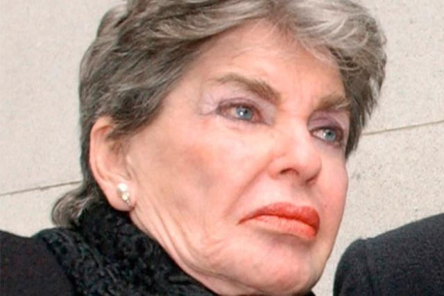 Леона Хелмсли , владелица гостиничной сети Helmsley Hotels. Вошла в историю под прозвищем Королева скупости. В отличие от других миллиардеров-скряг, себе она ни в чем не отказывала, зато категорически не желала делиться деньгами со своими близкими.
