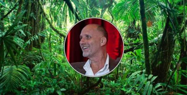 Три недели в джунглях Амазонки Израильтянин Йоси Гинсберг отправился вместе с тремя друзьями искать племя аборигенов в джунглях Боливии. По дороге компания из-за ссоры раскололась надвое, Йоси остался с напарником Кевином, они стали спускаться по реке на плоту и натолкнулись на порог: друг Гинсберга сразу выплыл на берег, а он сам оказался вовлеченным в поток водопада и чудом не погиб.