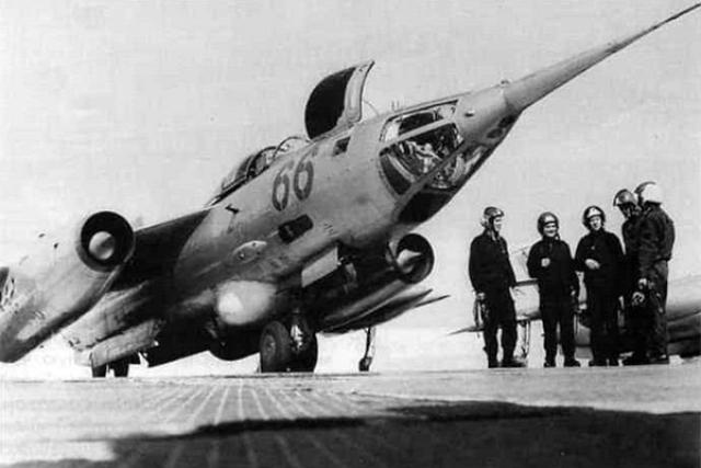 6 апреля 1966 года звено Капустина получило приказ перегнать самолеты Як-28П, прибывшие в воинскую часть, на другой аэродром. Через 12 минут полета у самолета Капустина, который вел звено, отказали сразу два двигателя.
