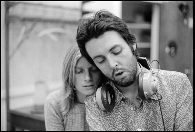 """Пол Маккартни. Супруга Линда поддержала Пола, когда, как ему казалось, рушился его мир – распался """"Битлз"""". Именно благодаря своей первой жене Пол вернулся на сцену и снова начал писать музыку."""