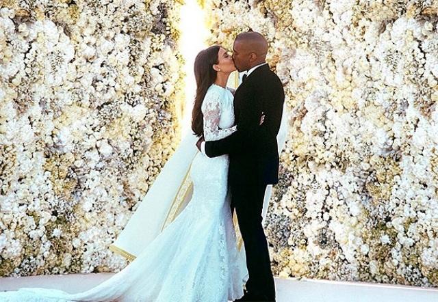 Десять ресторанов - $15 миллионов. Второй муж Ким, американский рэпер Канье Уэст , потратил на организацию свадьбы более $10 млн.