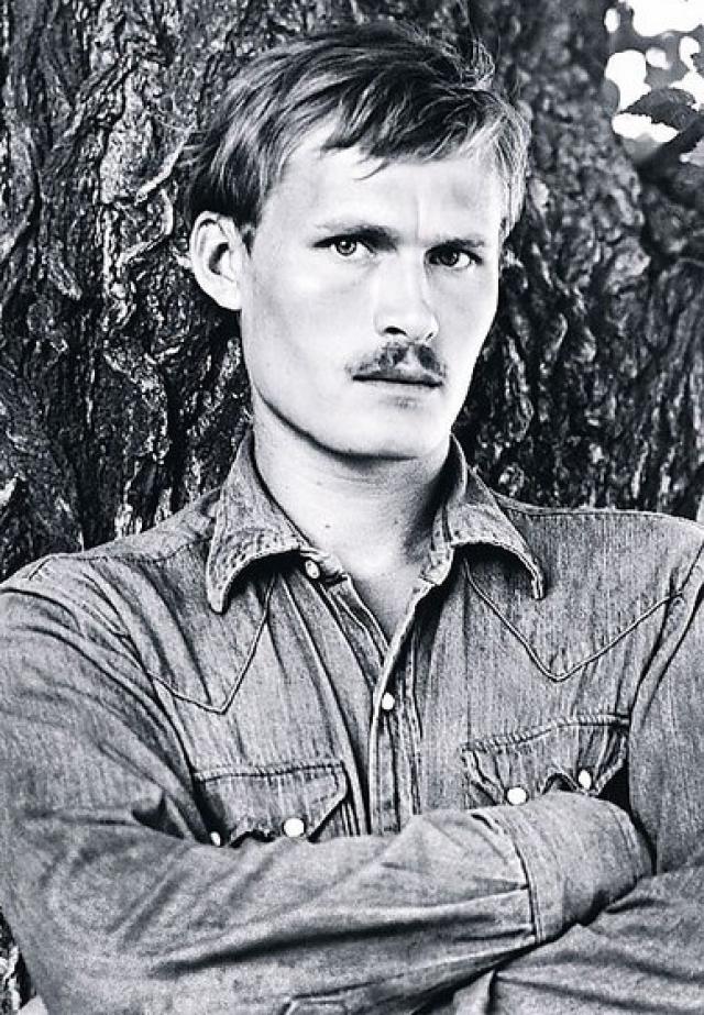 """13 апреля 1978 года 24-летний Станислав Жданько погиб от удара кухонным ножом в грудь. Малявина утверждала тогда, что он сам закололся ножом в состоянии """"психического расстройства""""."""
